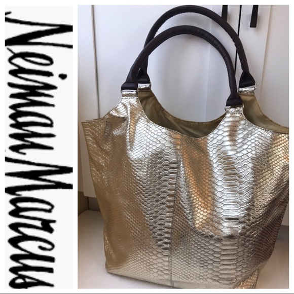Neiman Marcus Handbags - NEIMAN MARCUS Carry All Tote NWOT